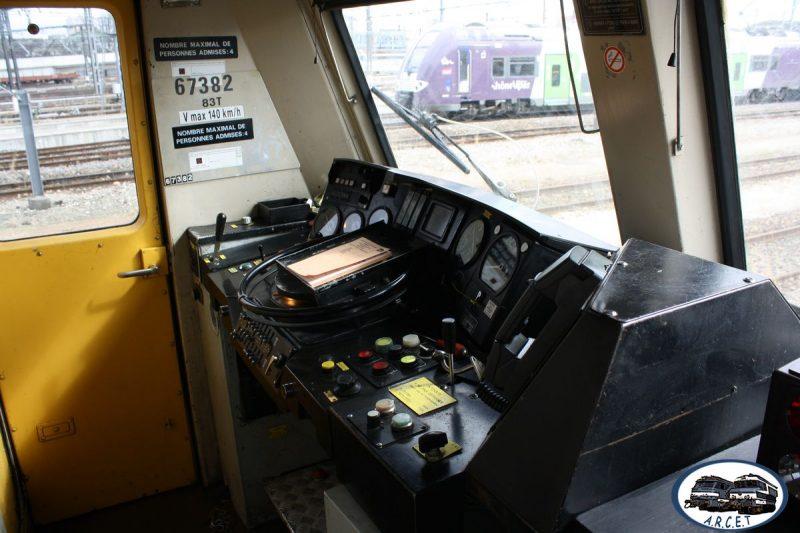 La cabine de conduite (étroite)